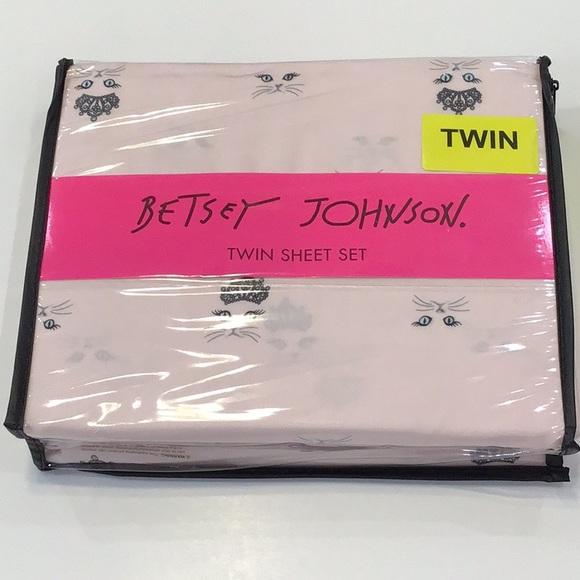 Betsey Johnson Other - Betsey Johnson twin sheet set